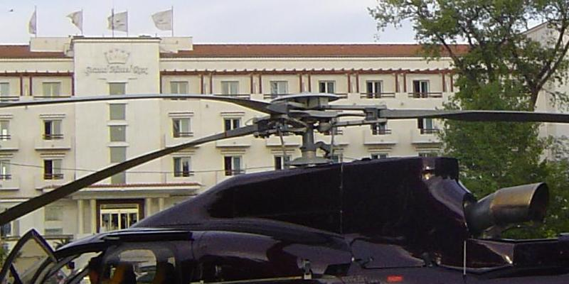 Elicopter in fata Grand Hotel REX